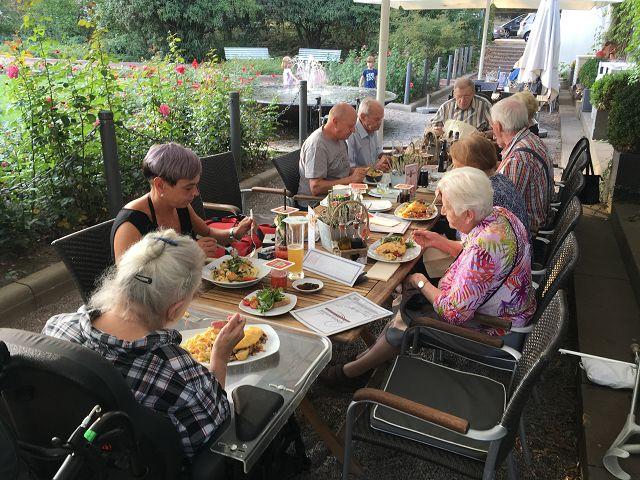 Abendessen im Rosengarten am 22.08.2018